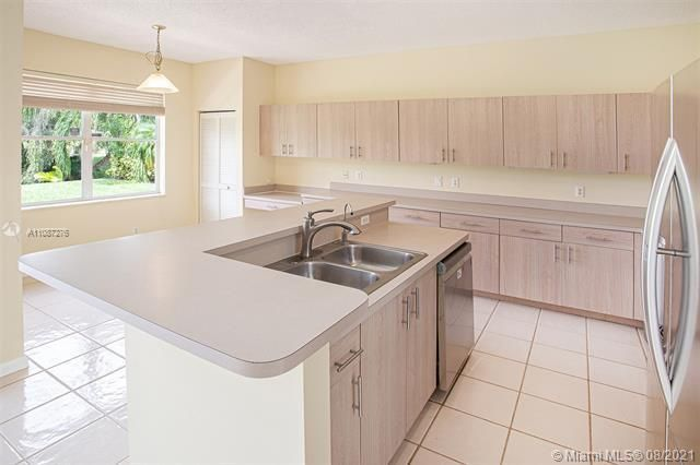 Holiday Springs Village S for Sale - 7570 NW 29th St, Margate 33063, photo 8 of 40