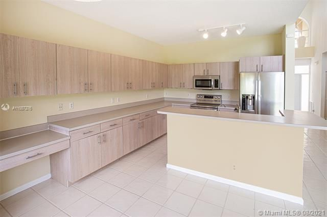 Holiday Springs Village S for Sale - 7570 NW 29th St, Margate 33063, photo 9 of 40