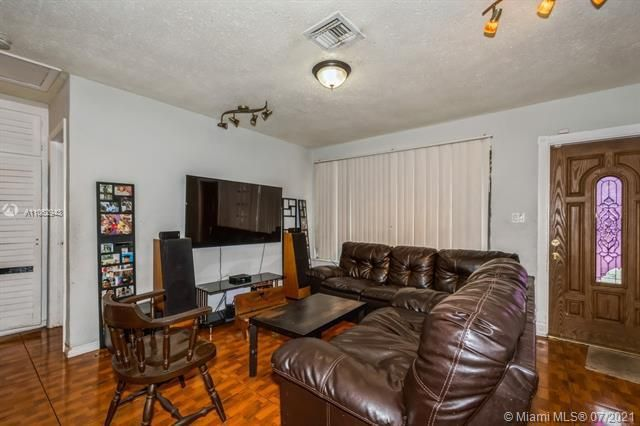 Larkdale Unit 4 for Sale - 3161 NW 14th St, Lauderhill 33311, photo 3 of 27