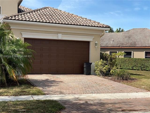 Heron Bay for Sale - 12154 NW 76th Pl, Parkland 33076, photo 2 of 13