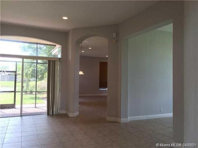 Heron Bay for Sale - 12154 NW 76th Pl, Parkland 33076, photo 5 of 13
