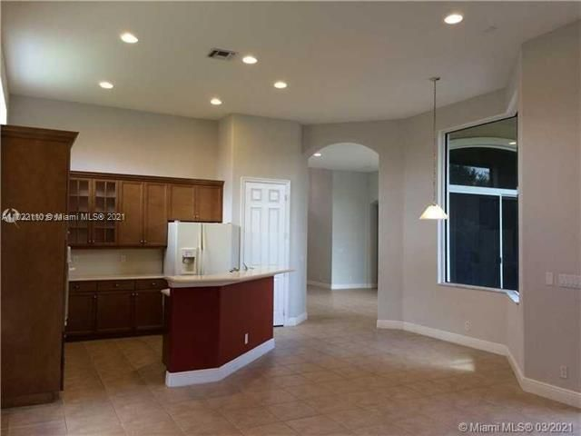 Heron Bay for Sale - 12154 NW 76th Pl, Parkland 33076, photo 6 of 13