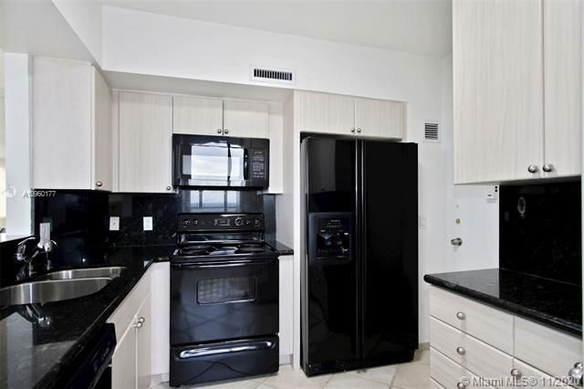 Alexander Towers for Sale - 3505 S Ocean Dr, Unit 914, Hollywood 33019, photo 5 of 20