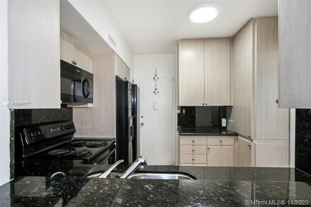 Alexander Towers for Sale - 3505 S Ocean Dr, Unit 914, Hollywood 33019, photo 6 of 20