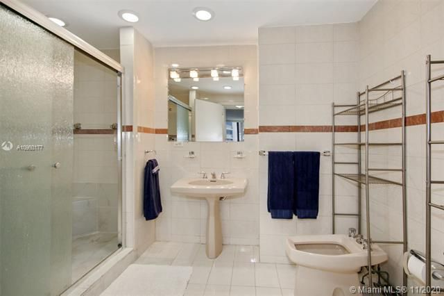 Alexander Towers for Sale - 3505 S Ocean Dr, Unit 914, Hollywood 33019, photo 9 of 20