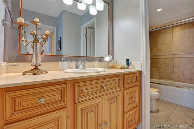 Quadomain for Sale - 2101 S Ocean Dr, Unit 2202, Hollywood 33019, photo 18 of 37