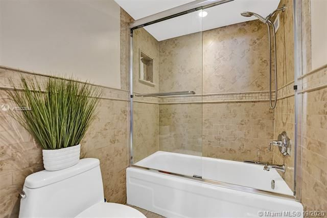 Quadomain for Sale - 2101 S Ocean Dr, Unit 2202, Hollywood 33019, photo 19 of 37