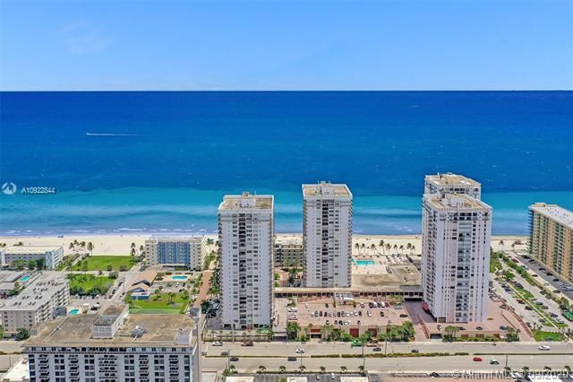 Quadomain for Sale - 2101 S Ocean Dr, Unit 2202, Hollywood 33019, photo 3 of 37