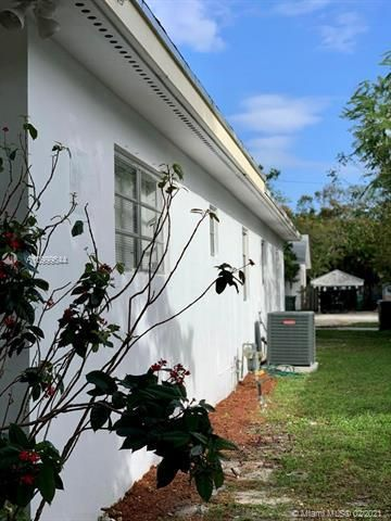 Dania Heights for Sale - 241 SW 5th St, Dania 33004, photo 19 of 23