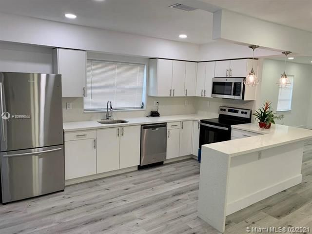 Dania Heights for Sale - 241 SW 5th St, Dania 33004, photo 6 of 23