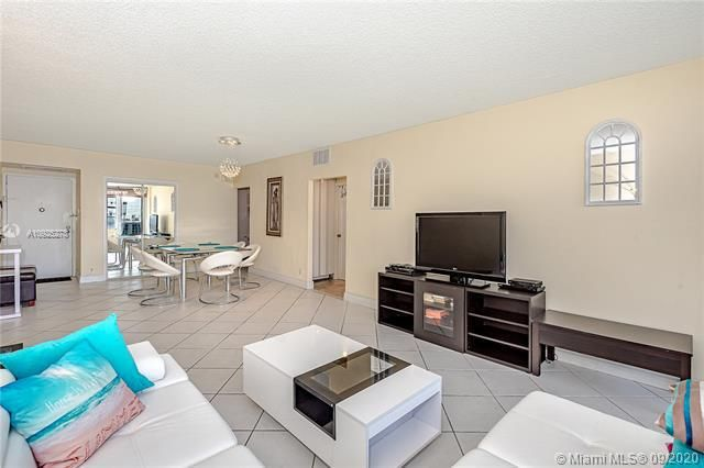 Sea Air Towers for Sale - 3725 S Ocean Dr, Unit 1219, Hollywood 33019, photo 10 of 31
