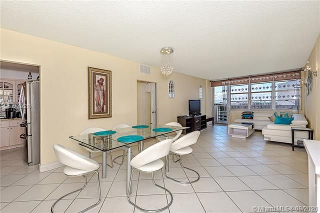 Sea Air Towers for Sale - 3725 S Ocean Dr, Unit 1219, Hollywood 33019, photo 4 of 31