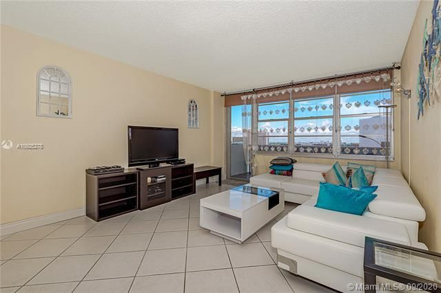 Sea Air Towers for Sale - 3725 S Ocean Dr, Unit 1219, Hollywood 33019, photo 5 of 31