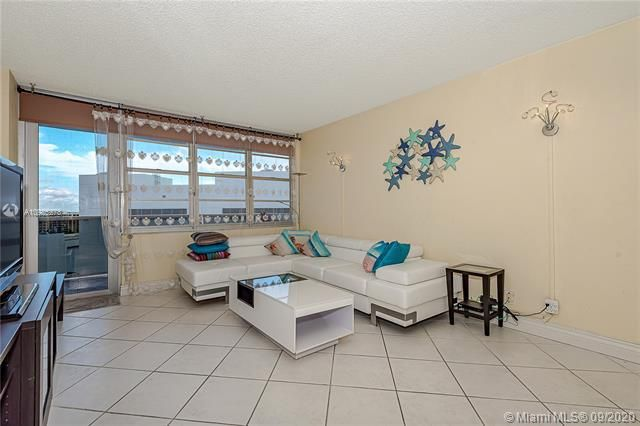 Sea Air Towers for Sale - 3725 S Ocean Dr, Unit 1219, Hollywood 33019, photo 6 of 31