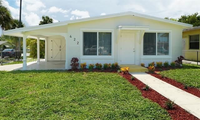 College Tract for Sale - 422 Phippen Waiters Rd, Dania 33004, photo 1 of 17