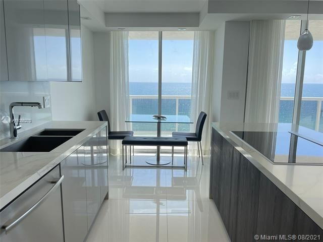 Sands Pointe for Sale - 16711 Collins Ave, Unit 1107, Sunny Isles 33160, photo 10 of 22