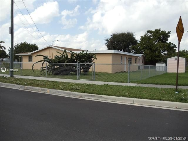 Danette for Sale - 806 NW 2nd St, Dania 33004, photo 1 of 14