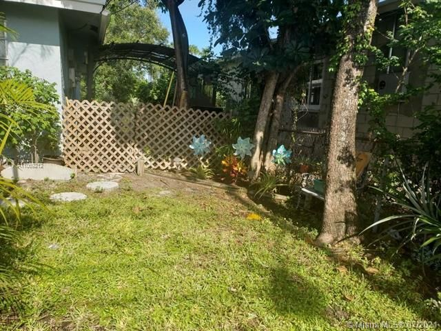 George M Phippens for Sale - 18 SW 7th Ave, Dania 33004, photo 3 of 17