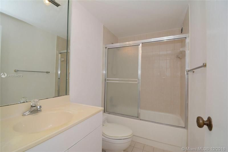Alexander Towers for Sale - 3505 S Ocean Dr, Unit 1512, Hollywood 33019, photo 12 of 15