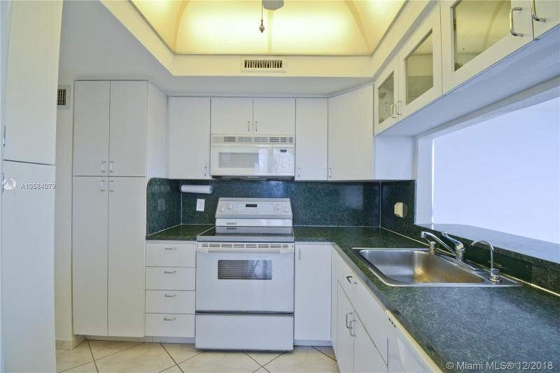 Alexander Towers for Sale - 3505 S Ocean Dr, Unit 1512, Hollywood 33019, photo 3 of 15