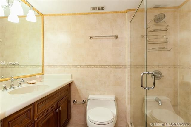 Sea Air Towers for Sale - 3725 S Ocean Dr, Unit 1107, Hollywood 33019, photo 5 of 14