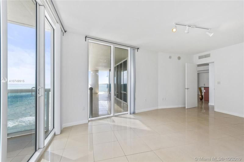 Beach Club I for Sale - 1850 S Ocean Dr, Unit 2010, Hallandale 33009, photo 12 of 48
