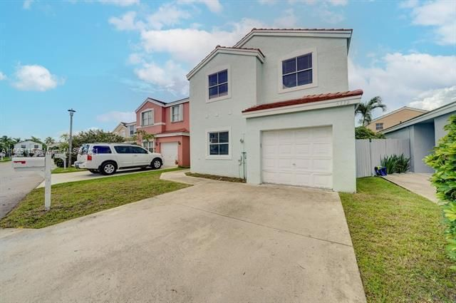 Coral Bay Replat Sec 1 for Sale - 6222 Navajo, Margate 33063, photo 2 of 37