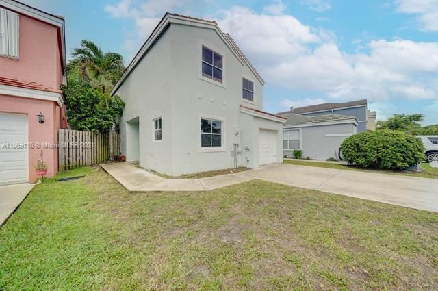 Coral Bay Replat Sec 1 for Sale - 6222 Navajo, Margate 33063, photo 3 of 37
