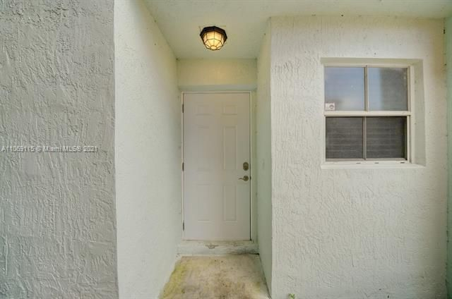 Coral Bay Replat Sec 1 for Sale - 6222 Navajo, Margate 33063, photo 4 of 37
