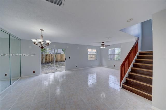 Coral Bay Replat Sec 1 for Sale - 6222 Navajo, Margate 33063, photo 5 of 37