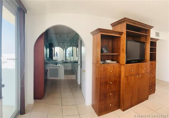 Sea Air Towers for Sale - 3725 S Ocean Dr, Unit 1627, Hollywood 33019, photo 10 of 30
