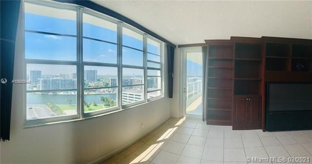 Sea Air Towers for Sale - 3725 S Ocean Dr, Unit 1627, Hollywood 33019, photo 3 of 30