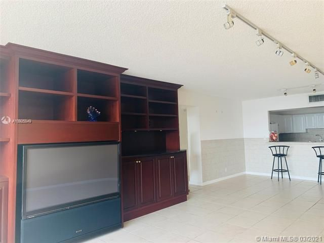 Sea Air Towers for Sale - 3725 S Ocean Dr, Unit 1627, Hollywood 33019, photo 4 of 30
