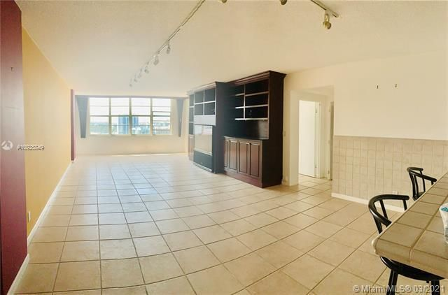 Sea Air Towers for Sale - 3725 S Ocean Dr, Unit 1627, Hollywood 33019, photo 5 of 30