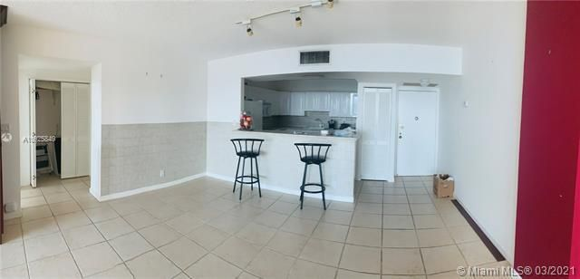 Sea Air Towers for Sale - 3725 S Ocean Dr, Unit 1627, Hollywood 33019, photo 6 of 30
