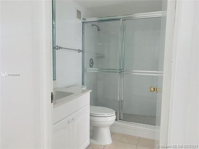 Sea Air Towers for Sale - 3725 S Ocean Dr, Unit 1627, Hollywood 33019, photo 8 of 30
