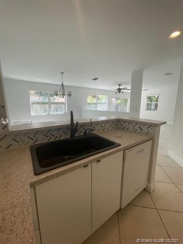 Coral Bay for Sale - 6678 Saltaire Ter, Margate 33063, photo 11 of 50