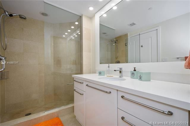 Ocean Palms for Sale - 3101 S Ocean Dr, Unit 406, Hollywood 33019, photo 15 of 36