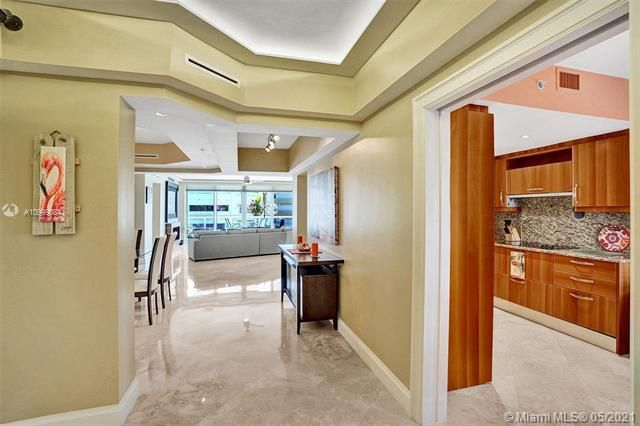Ocean Plaza for Sale - 2051 SE 3rd St, Unit 306, Deerfield Beach 33441, photo 4 of 57