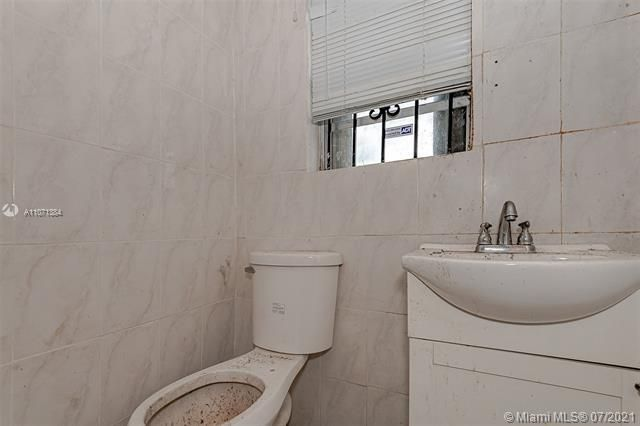 Browardale for Sale - 3360 NW 8th St, Lauderhill 33311, photo 19 of 28