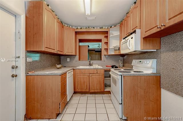 Browardale for Sale - 3360 NW 8th St, Lauderhill 33311, photo 2 of 28
