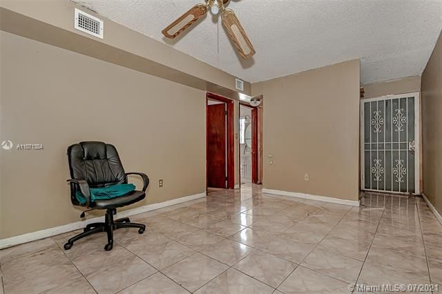 Browardale for Sale - 3360 NW 8th St, Lauderhill 33311, photo 9 of 28