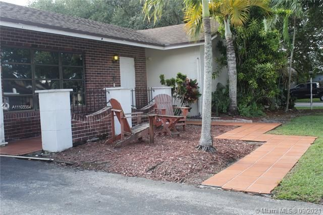 Flamingo Gardens for Sale - 5636 SW 118th Ave, Cooper City 33330, photo 2 of 35