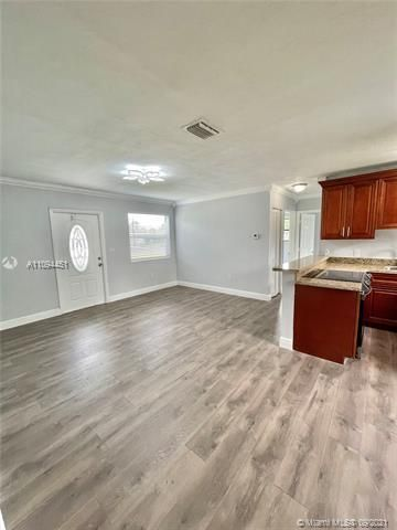 Sunrise Heights for Sale - 901 NW 33rd Dr, Lauderhill 33311, photo 10 of 24