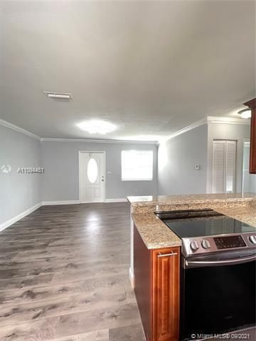 Sunrise Heights for Sale - 901 NW 33rd Dr, Lauderhill 33311, photo 11 of 24