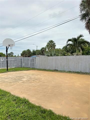 Sunrise Heights for Sale - 901 NW 33rd Dr, Lauderhill 33311, photo 22 of 24