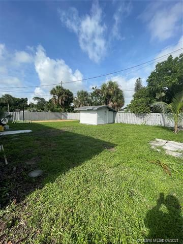 Sunrise Heights for Sale - 901 NW 33rd Dr, Lauderhill 33311, photo 23 of 24