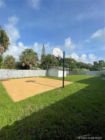 Sunrise Heights for Sale - 901 NW 33rd Dr, Lauderhill 33311, photo 24 of 24