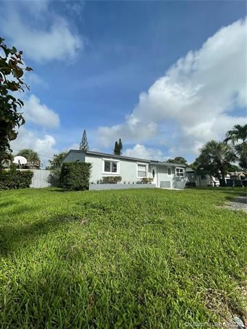 Sunrise Heights for Sale - 901 NW 33rd Dr, Lauderhill 33311, photo 3 of 24