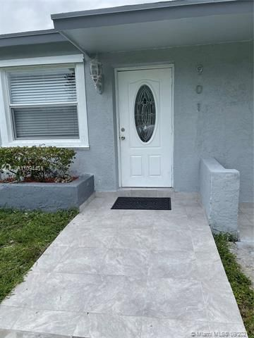 Sunrise Heights for Sale - 901 NW 33rd Dr, Lauderhill 33311, photo 4 of 24